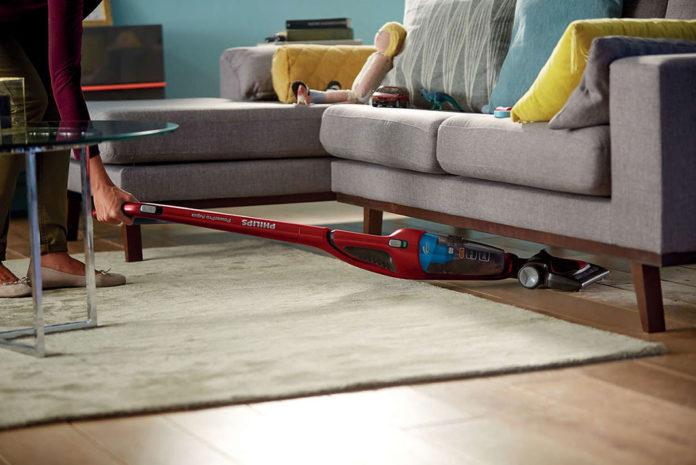 Mit dem neuen Philips PowerPro Duo werden alle Böden im Haus blitzblank. Auch weiche Möbelstücke, wie Kissen und Polster, sind mit dem neuen Staubsauger schnell von Schmutz befreit.