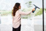Mit dem Akku-Fenstersauger von AEG geht Fensterputzen zuhause wie die Profis