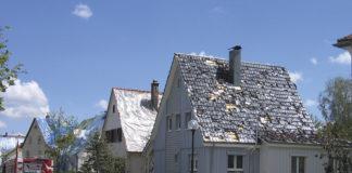Wenn Hagelschlag die Dachziegel ganzer Straßenzüge zerstört und Starkregen dann die Häuser flutet, wird die Qualität der zweiten wasserführenden Ebene bedeutsamer. Mit einer extrem sicheren Unterdeckbahn wird höchste Sicherheit und dauerhaften Schutz geboten