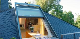 Offenes, großzügiges Wohnen lässt sich optimal im Dachgeschoss verwirklichen. Übergroße Fenster, wie sie beispielsweise von Sunshine Wintergarten hergestellt werden, sorgen für lichtdurchflutete Räume mit Open-Air-Charakter