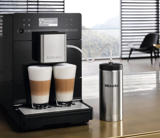 Elegantes, kompaktes Design und vielfältig bei der Kaffeezubereitung: Mit den Stand-Kaffeevollautomaten der Baureihe CM5 rundet Miele sein Sortiment ab