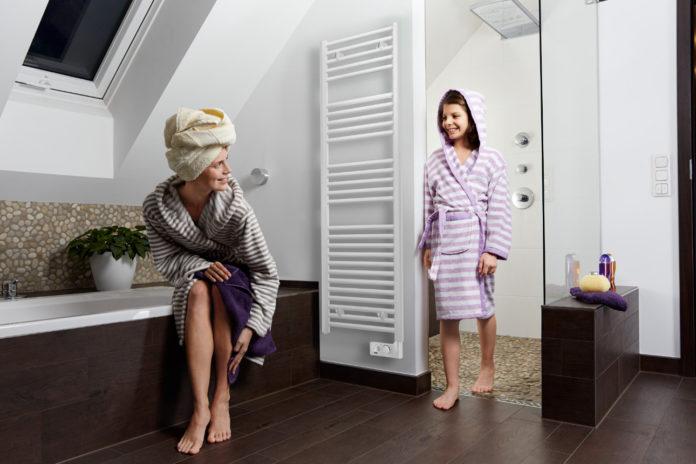 Dauernde Feuchtigkeit im Bad kann unangenehme Folgen haben. Die Initiative Wärme+ gibt praktische Tipps