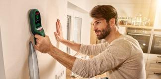 Das Ortungsgerät UniversalDetect von Bosch hilft Heimwerkern zum Beispiel bei der Suche nach stromführenden Leitungen. Das Gerät informiert den Anwender dann über das Display