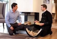 Ein sicheres Kaminfeuer verbreitet wohlige Wärme im Eigenheim. Für Sicherheit und Effizienz mit dem natürlichen Brennstoff gibt es Tipps und Informationen des Schornsteinfegerverband Niedersachsen