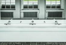 Dyson-Händetrockner gibt es auch in der neuen Toilettenanlage der Stiftung Bauhaus Dessau, die mit Airblad Tabs ausgerüstet ist