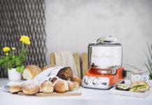 Die Küchenmaschine Assistent Original von Ankarsrum ist ein unverwüstlicher Klassiker