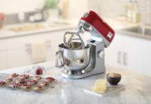 Beim Kauf einer Kenwood Küchenmaschine können sich Kunden zum Weihnachtsfest ein Zubehörteil im Wert von bis zu 149,99 Euro (UVP) gratis auswählen