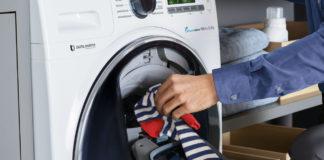 Nachlade-Tür im Bullauge der AddWash Waschmaschine kann Drücken der Start-/Pause-Taste nach fünf Sekunden geöffnet werden, wenn die Temperatur in der Trommel unter 50 Grad Celsius liegt