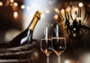 Background for new year congratulations with champagne and a clock (Bild: © gudrun - Fotolia.com)