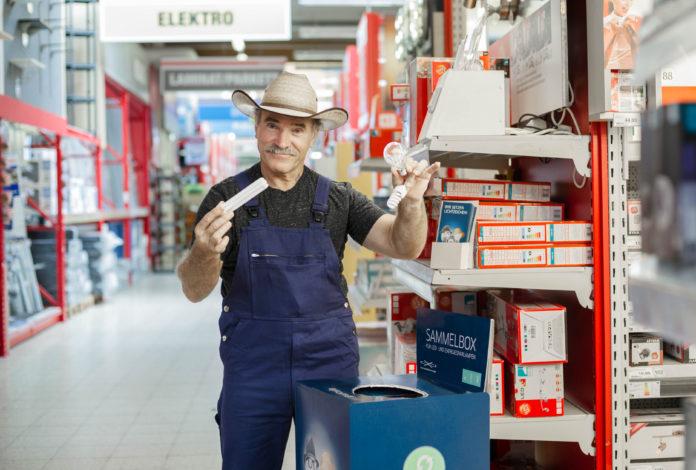 Heimwerkerprofi Konny Reimann weiß, was die Verpackung von Leuchten verrät