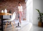 Der Akkusauger Philips SpeedPro Max verfügt unter anderem über Universaldüse mit LED-Beleuchtung, integrierte Fugendüse und Bürste sowie digitale Akku-Anzeige