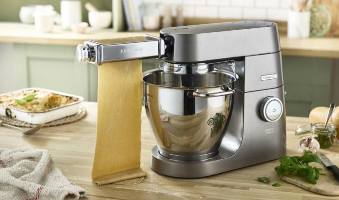 Hausgemachte Pasta mit Kenwood: Die neue Lasagnewalze und vier verschiedenen Schneidaufsätzen - passend für die Kenwood Chef Serie und kMix Küchenmaschinen – lassen Pastaträume wahr werden