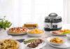 Die Heißluftfritteuse MultiFry von De'Longhi ist Fritteuse, Multicooker, Pfanne, Grill und Ofen in einem.