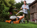 Der Stihl Rasenmäher RMA 448 TC ist sehr wendig und mit dem exklusiven Mono-Komfortlenker ausgestattet