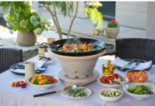 Das Bratfeuer aus spezieller Keramik ist robust sowie langlebig und bereit für Picknick-Runden unter freiem Himmel