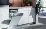 Zum Schnellwaschgang bieten moderne Wasch- und Geschirrspülmaschinen, wie der Geschirrspüler von Miele, mit effizienten Eco-Programmen kostengünstige Alternativen