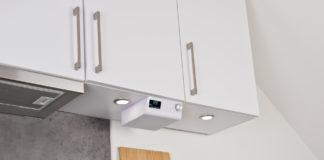 Das WLAN-Küchenradio QAS-100.w ist zur Montage unter Hängeschränken geeignet und brilliert unter anderem mit Amazon Alexa, DAB+ und UKW