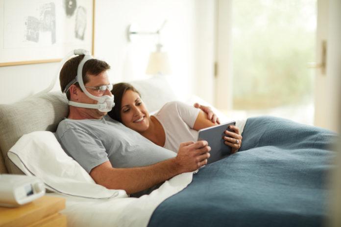 Philips hat jetzt zwei neue Varianten der DreamWear Schlaftherapiemaske auf den Markt gebracht und damit sein Angebot für Schlafapnoe-Patienten um die Full Face und die Gelkissen Maske erweitert