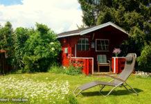 Nicht jeder Gartenbesitzer ist ein Meisterarchitekt ist und freut sich über fertige Gartenhaus-Bausätze, die die Arbeit erleichtern (Bild: © globetrotter1 - fotolia.com)