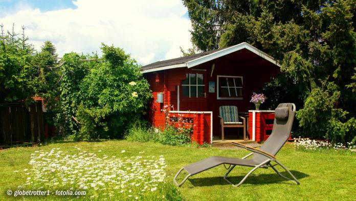 Bild: © globetrotter1 - fotolia.com Nicht jeder Gartenbesitzer ist ein Meisterarchitekt ist und freut sich über fertige Gartenhaus-Bausätze, die die Arbeit erleichtern