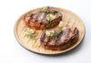 Zur Lafer-Serie BBQ von Römertopf gehören u.a. Grillplatten, Geflügelbräter, Pizza-Backstein und Grillschalen - umweltfreundliche Alternativen zu Einweg-Aluminiumschalen