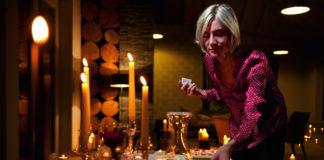Bei Brandgefahren in der Adventszeit – zum Beispiel durch defekte Dekoartikel oder berennende Kerzen - sorgen Rauchmelder für mehr Sicherheit