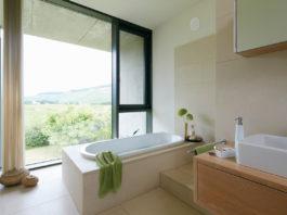 Luftfeuchtigkeit im Badezimmer kann Schimmel und Stockflecken zur Folge haben. Spezielle Heiztechnik hilft vorzubeugen