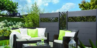 Ein moderner Gartenzaun besteht heute aus farbenfrohen Sichtschutzelementen mit den Board XL-Profilen von TraumGarten.