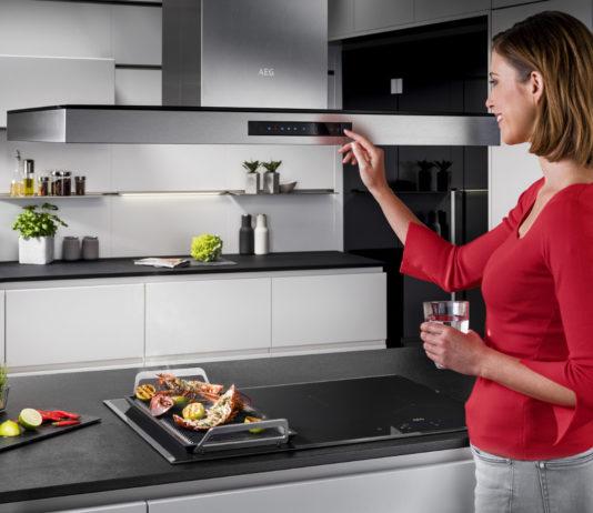 Moderne Dunstabzugshauben glänzen mit schicken Design und smarter Technik.