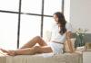 Mit Lumea Prestige von Philips können alle lästigen Haare beispielsweise an Beinen, unter den Achseln und in der Bikinizone vollständig entfernt werden.