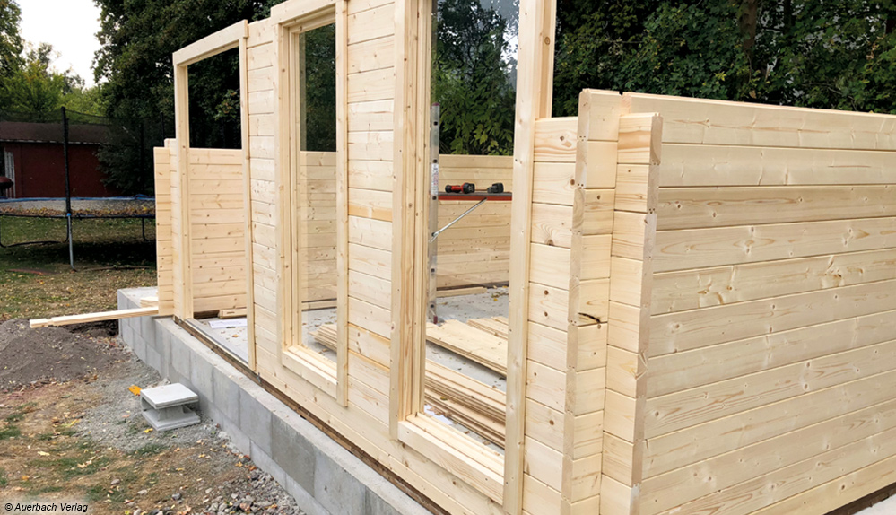 ochgesteckt: Während des Aufbaus müssen Fenster- und Türrahmen rechtzeitig integriert werden