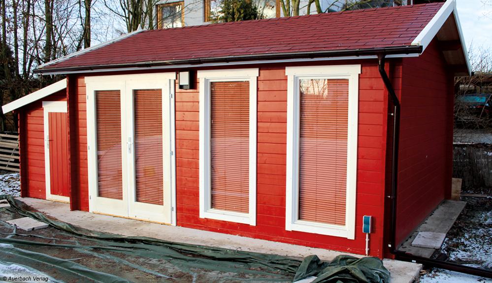 So sieht das fertige Gartenhaus aus: Je nach Geschmack können noch Sprossen in die Fenster und Türen integriert werden