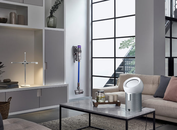Der Luftreiniger Dyson Pure Cool Me für den persönlichen Gebrauch liefert dank der neuen Dyson Core Flow Technologie saubere Luft und sorgt für einen erfrischenden Luftstrom