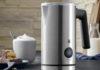 Der neue Stelio Milchaufschäumer von WMF glänzt im hochwertigen Cromargan matt-Look, komfortabler Funktionalität und zeitlos elegantem Design