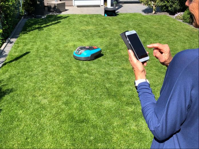 Bei der Digitalisierung im heimischen Garten liegen die smarten Rasenmäher bei den Verbrauchern ganz vorn