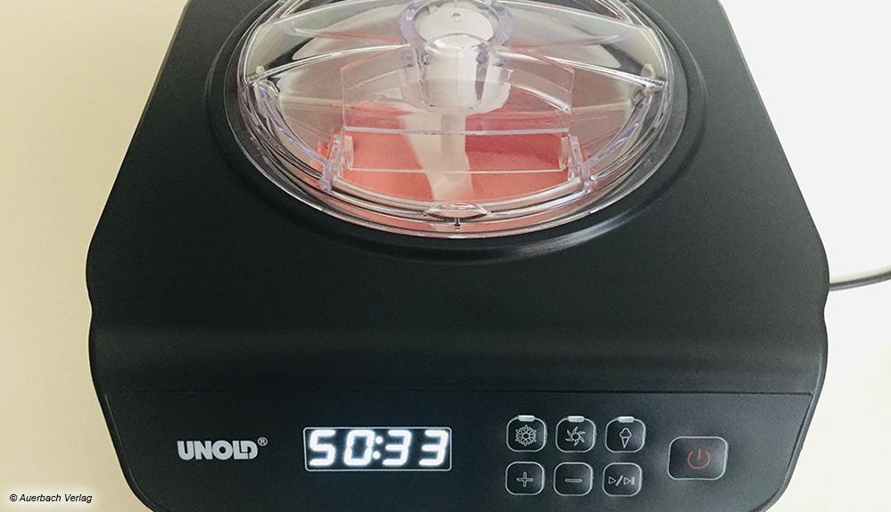 Mit dem kleinen Unold lassen sich auch vegane und laktosefreie Eiskreationen herstellen. Das LCD-Display zeigt die Restlaufzeit der Maschine an