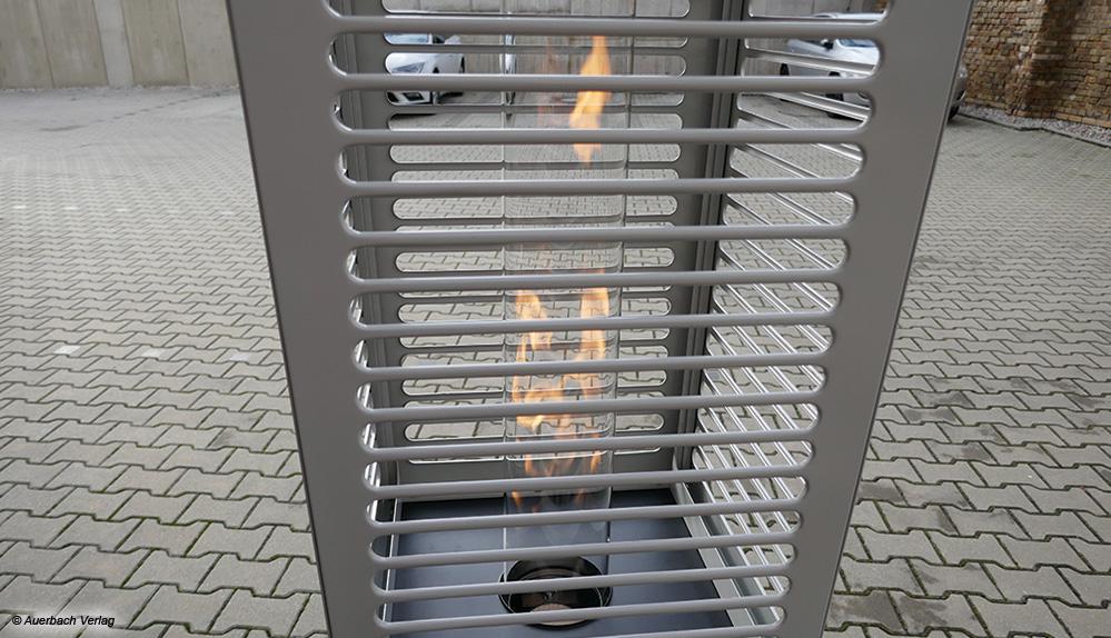 Der Canton Tower ist mit seiner brennenden Flamme schön anzusehen, aber viel Wärme entweicht durch die Glasröhre nach oben