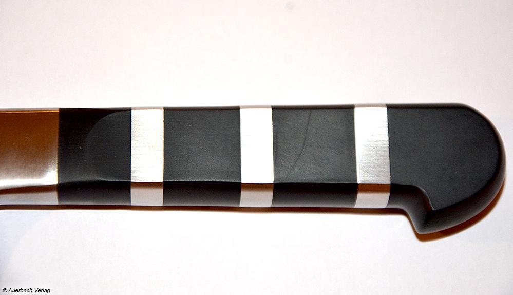 Der Griff des Messers von F. Dick besticht durch perfekt eingepasste Stahl-Segmente ohne spürbare Kanten