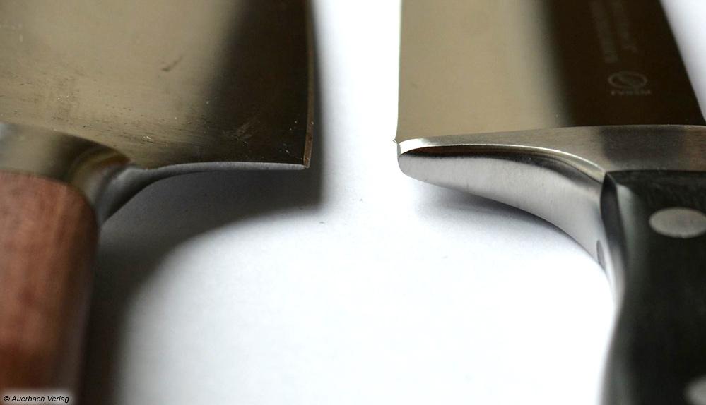 Während die linke Klinge ein Verletzungsrisiko bietet, sind Messer mit geschmiedetem Kropf (rechts im Bild) in Fingernähe stumpf