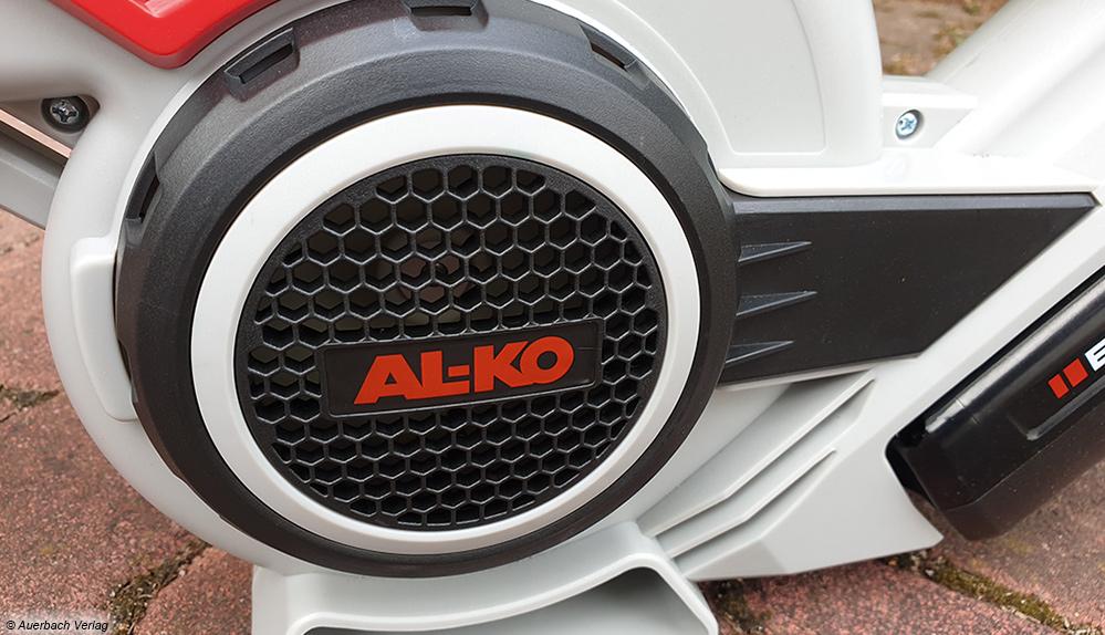 Al-Ko hat die Turbine quer eingebaut. Bei Rechtshändern saugt die schonmal Hose oder Shirt an