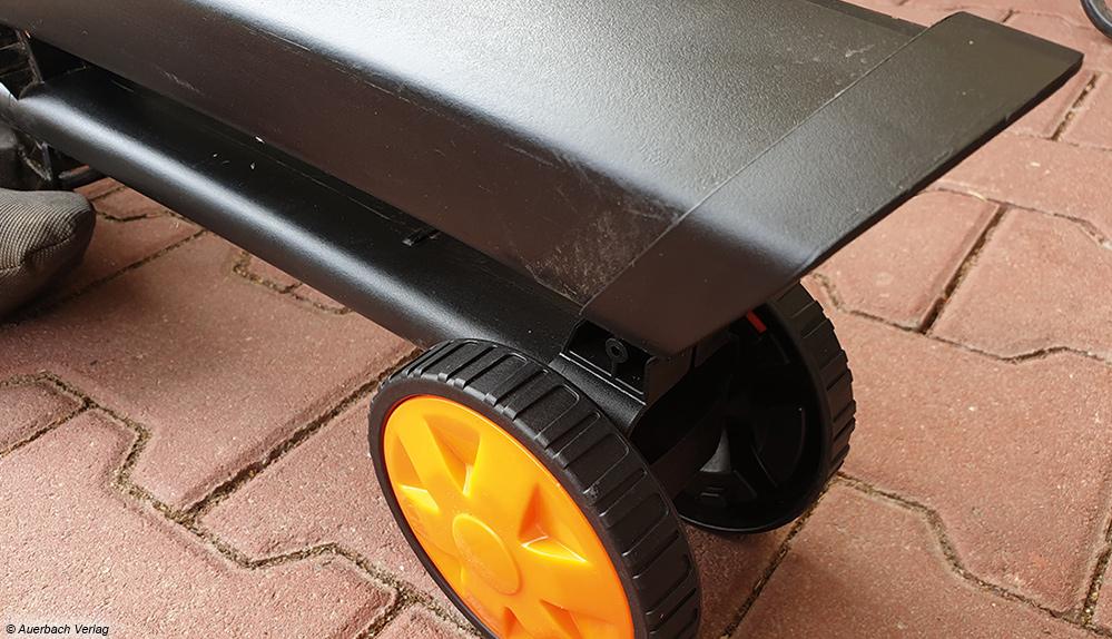 Das zusätzliche Zwillingsrad des Kombigerätes von Deltafox eignet sich bei ebenen Flächen zum bequemen Arbeiten