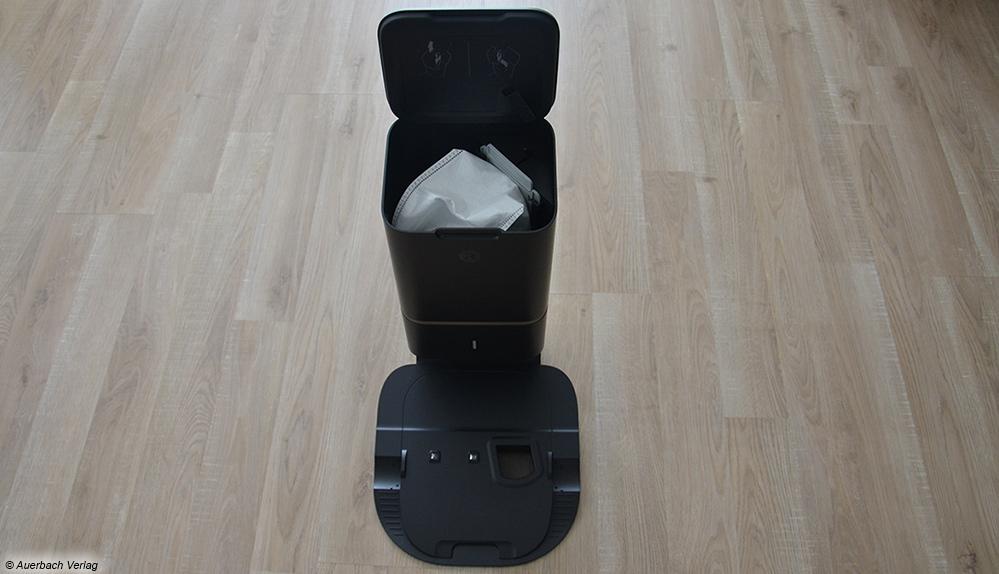 Nach dem Reinigungsvorgang entleert der iRobot selbständig den eingesammelten Schmutz in den Einwegbeutel des Auffangbehälters