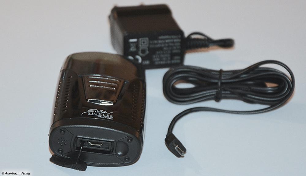 Der Sichler-Rasierer glänzt durch eine Micro-USB-Aufladebuchse und ein Standardnetzteil