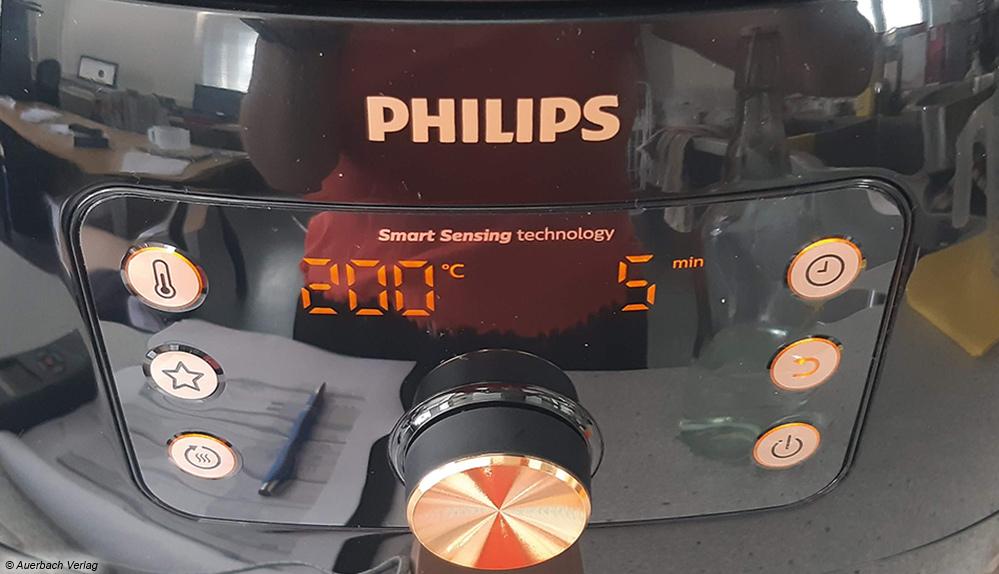 Das moderne Bedienfeld der großen Heißluftfritteuse von Philips ist schnell zu verstehen und dabei leicht zu bedienen