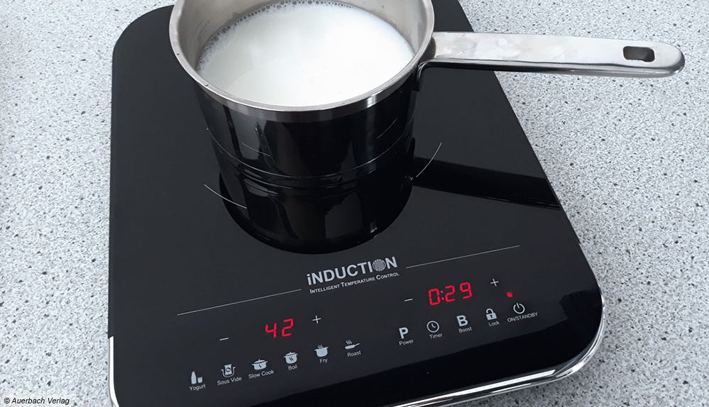 Bei vielen Kochfeldern lassen Direktwahlprogramme eine passgenaue Zubereitung zu – wie etwa die Herstellung von Joghurt