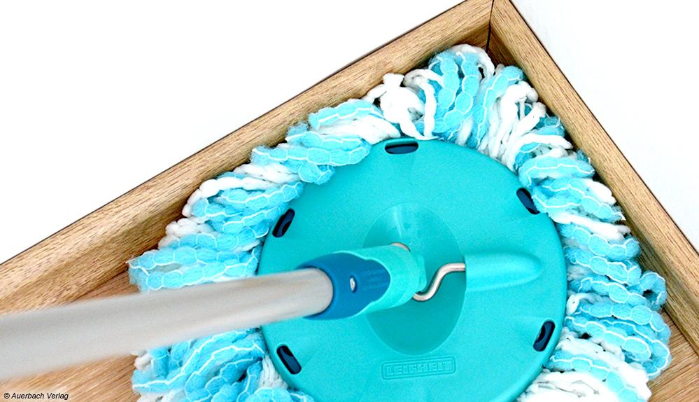 Der Mop des Leifheit Clean Twist kommt auch mit seiner runden Form dank seiner wenigen Zotteln gut in jede Ecke