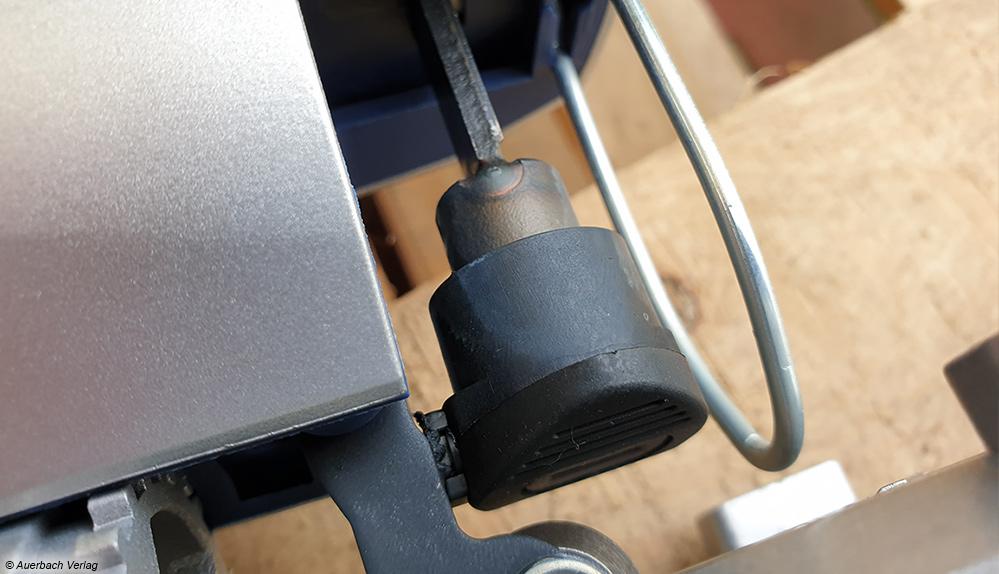 Mittlerweile Standard ist ein Schnellspannfutter. Dieses erlaubt das Wechseln der Sägeblätter ohne den Einsatz von Werkzeug