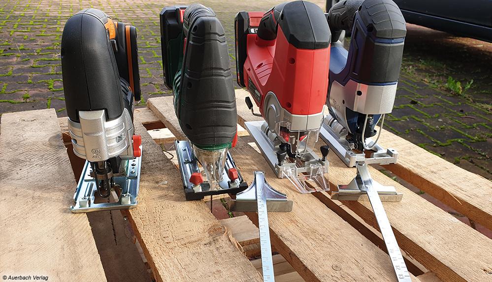 Nur zwei der vier Testmodelle werden mit einem praktischen Parallelanschlag geliefert. Bei den anderen Maschinen ist das Sonderzubehör