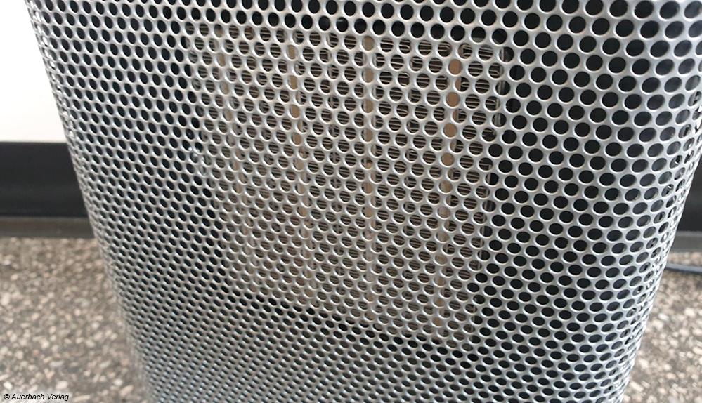 Bei den Heizlüftern mit Metallgitter ist Vorsicht angesagt: Diese erhitzen sich im Betrieb sehr stark und sind entsprechend heiß beim Berühren