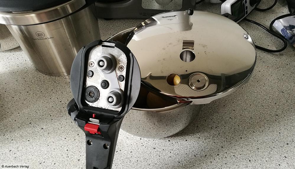 Superpraktisch: Der WMF überzeugt mit abnehmbarem Griff, sodass der Rest des Topfes (Deckel und Unterteil) problemlos in die Spülmaschine kann